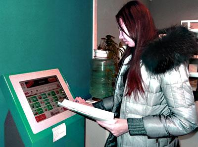 акция счастливый платеж сводится к оплате собственного счёта через терминал в связном
