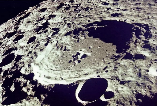 собственность на луне выглядит сомнительно